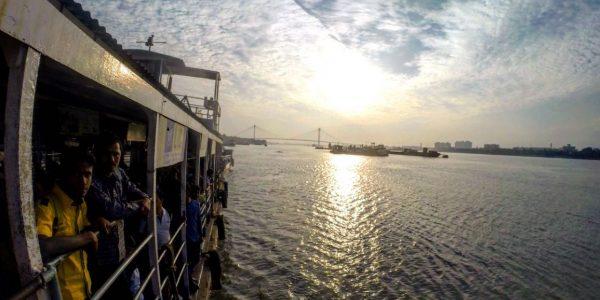 Abends auf dem Fluß Hugli – ein Mündungsarm des Ganges.