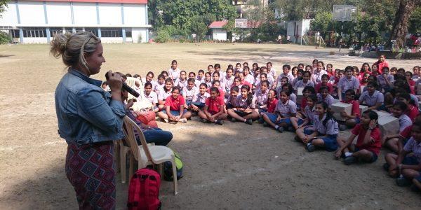 Indien2016-Auf dem Schulhof der MHS