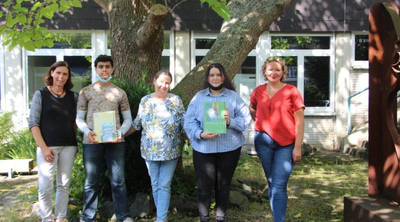 Künstler*innen der Umschlagseiten des Lernplaners wurden geehrt
